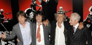 Band rock legendaris The Rolling Stones jualan cokelat batangan